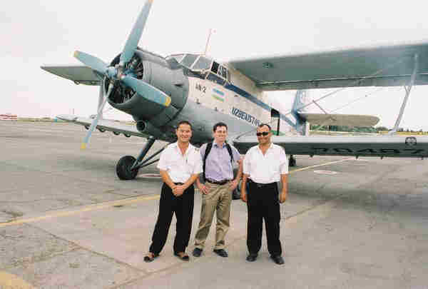 Johan Rehn with his pilot and navigator in front of the Antonov AN-2
